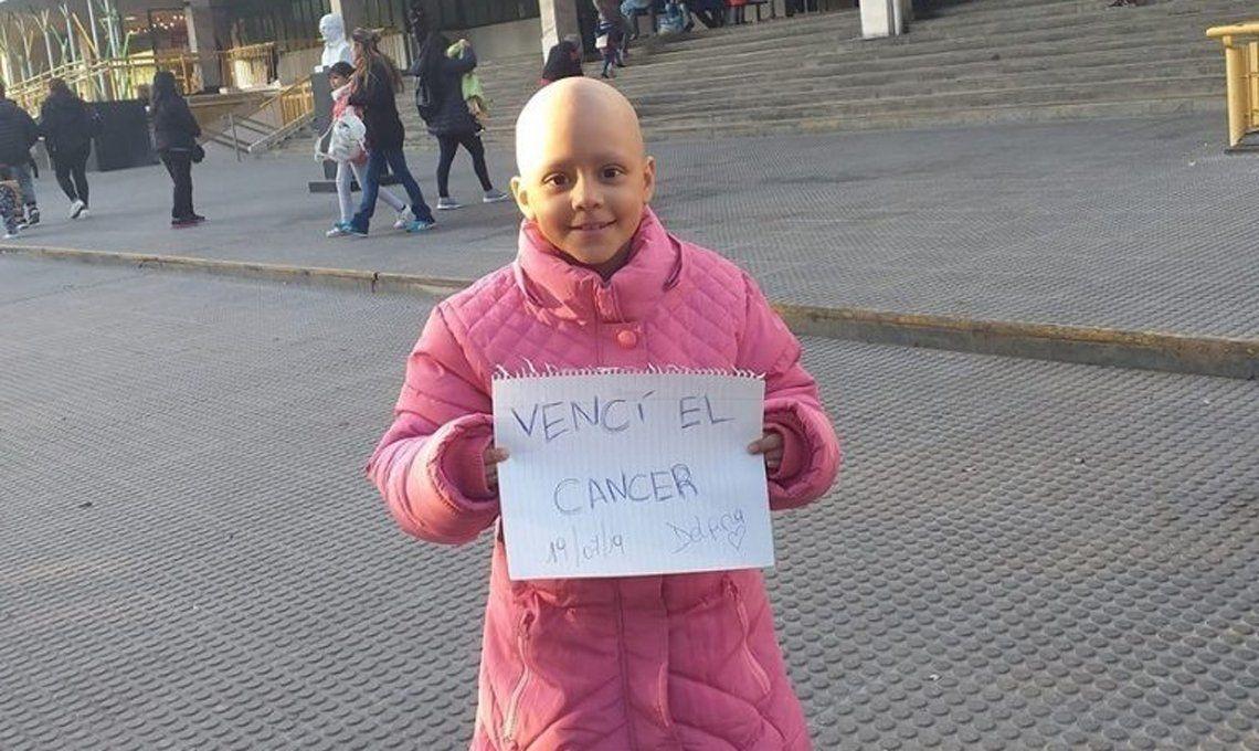 Heroína de 8 años: soportó 52 quimios y le ganó a una extraña enfermedad