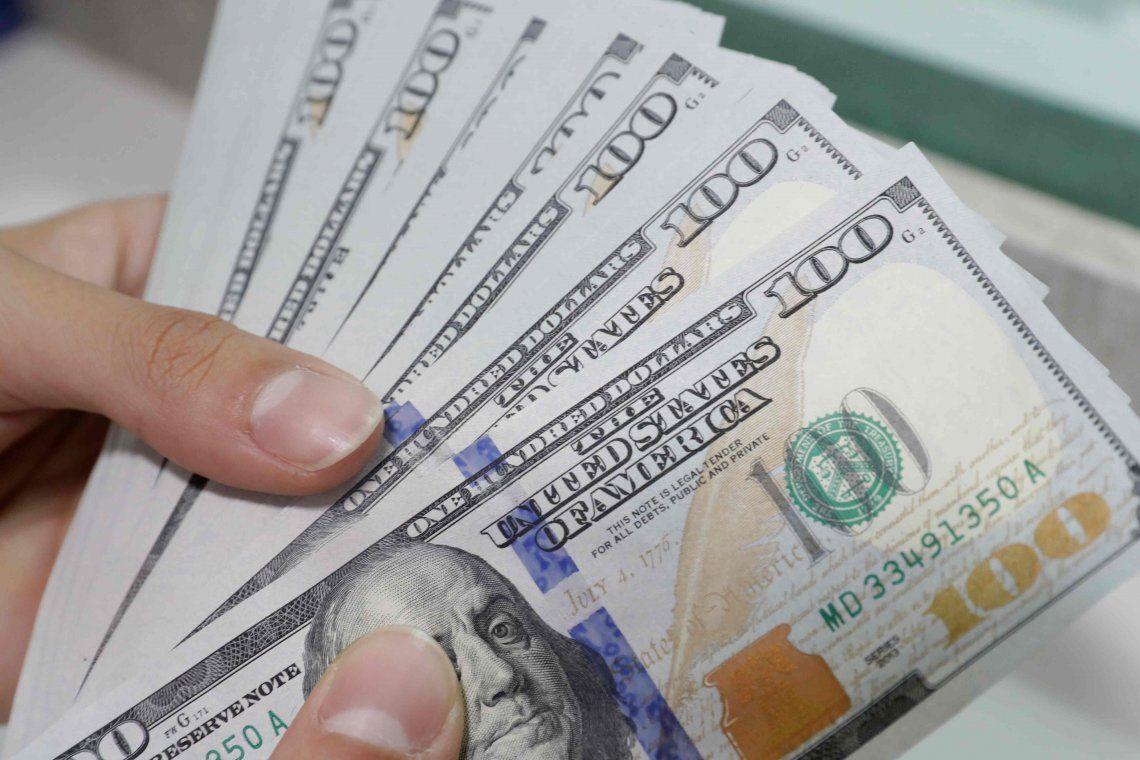 El dólar superó los $44 y llevó la cotización más alta de julio