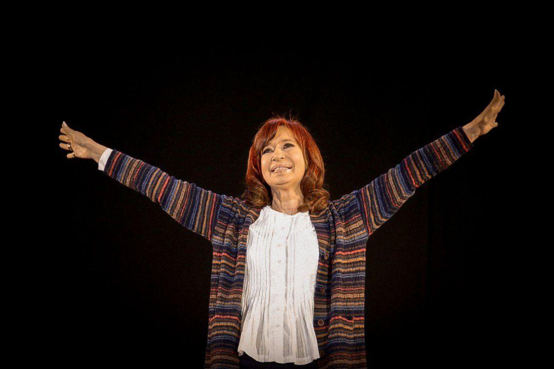 Cristina Kirchner: Nos quieren convencer que tenemos que tomar algo parecido a la leche