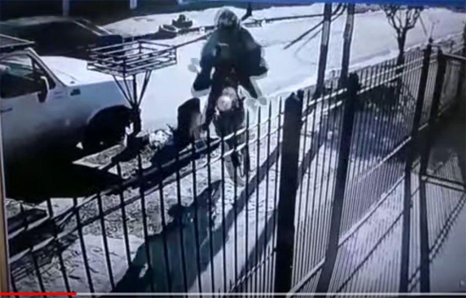 Quilmes: un automovilista esquivó un pozo y casi causa una tragedia