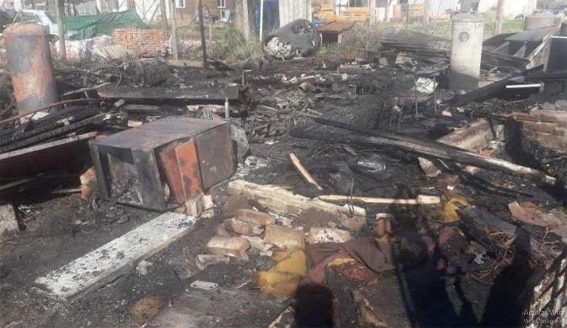 Berazategui: vecinos piden ayuda para víctimas de un terrible incendio