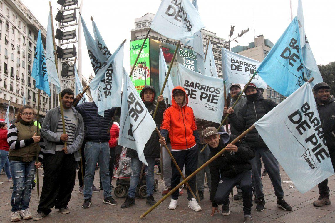Obelisco: protesta de ollas y platos vacíos contra la pobreza