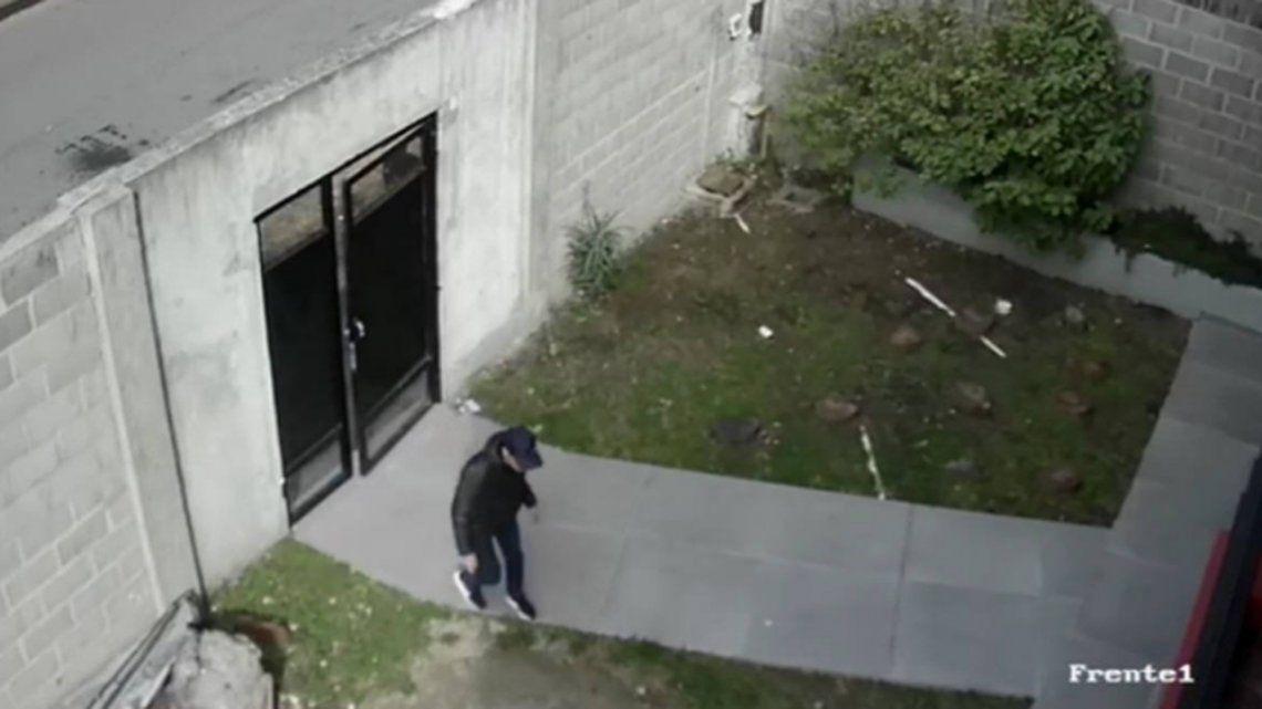 Ituzaingó: delincuentes entraron a una casa, le pegaron cachetadas a una mujer y se llevaron hasta el perro