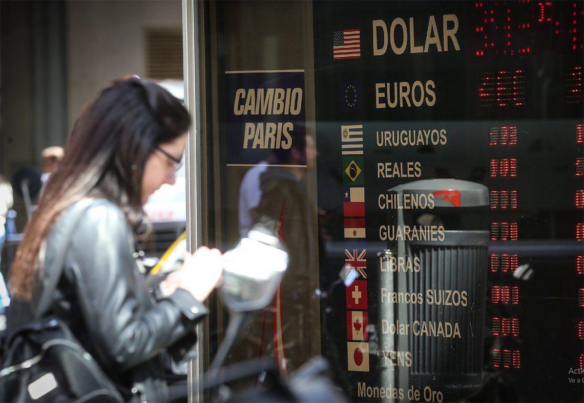 El dólar cerró a $45,88 para la venta: aumentó $1,37 en una semana