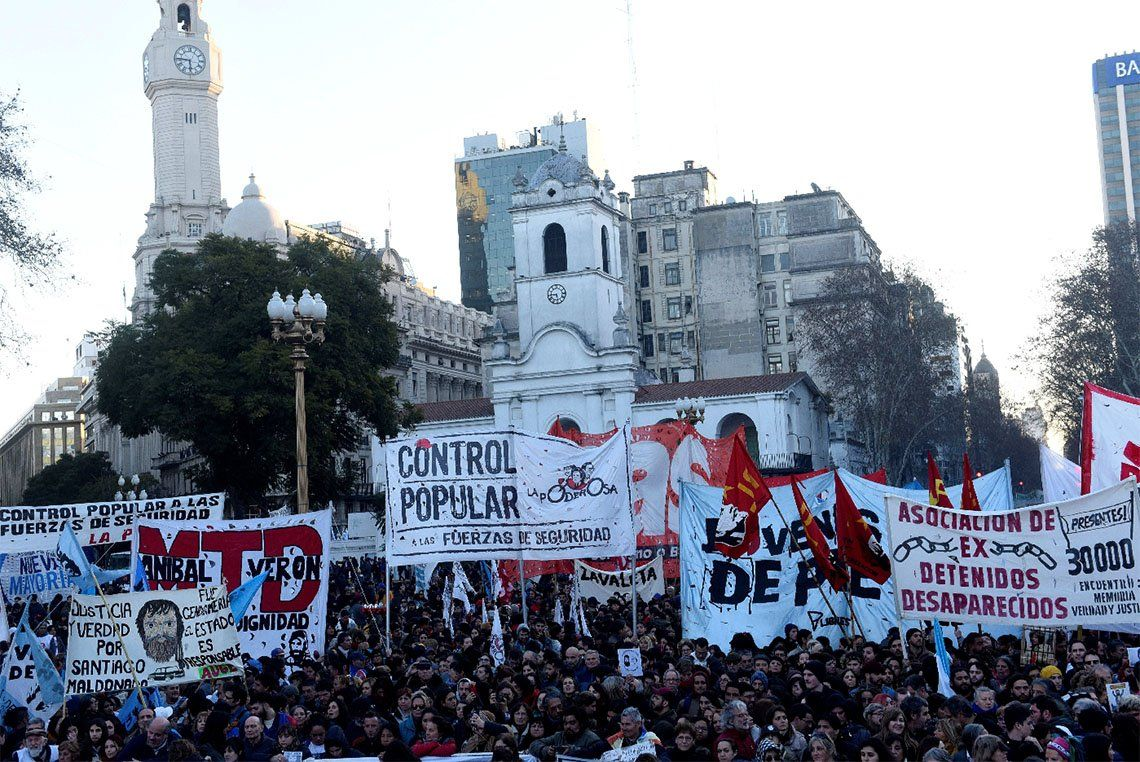Santiago Maldonado: tras un acto pacífico en Plaza de Mayo a dos años de su desaparición, hubo incidentes durante la desconcentración
