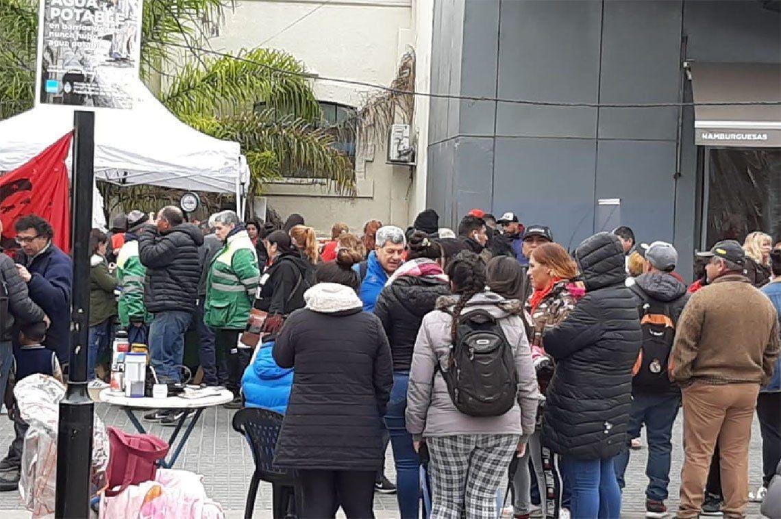Lanús: sorpresas en por un verdulerazo inédito en la plaza General Belgrano