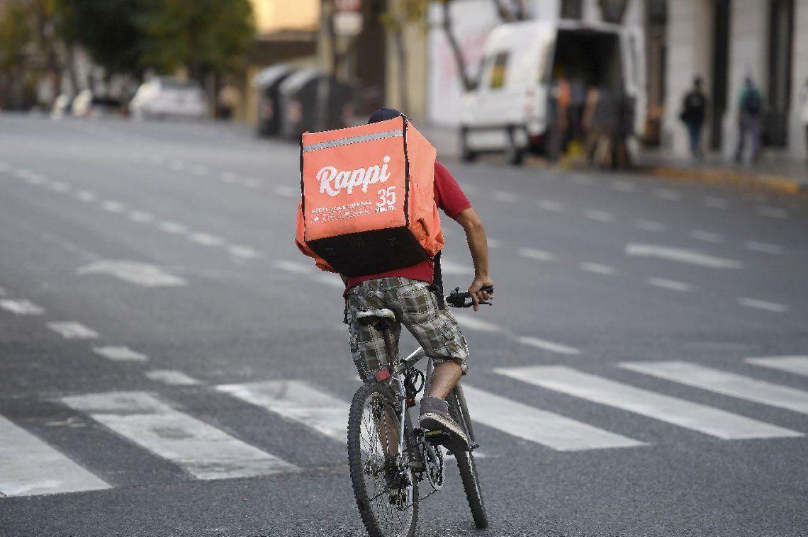 Glovo, Rappi y Pedidos Ya siguen funcionando en la Ciudad pese a la prohibición judicial y los controles