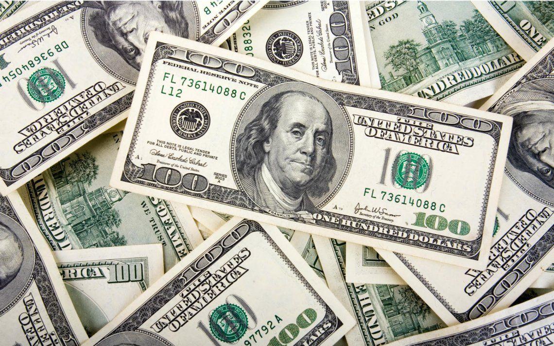 El dólar empezó la semana en alza, pasó los $46 y el riesgo país se acercó a 900 puntos
