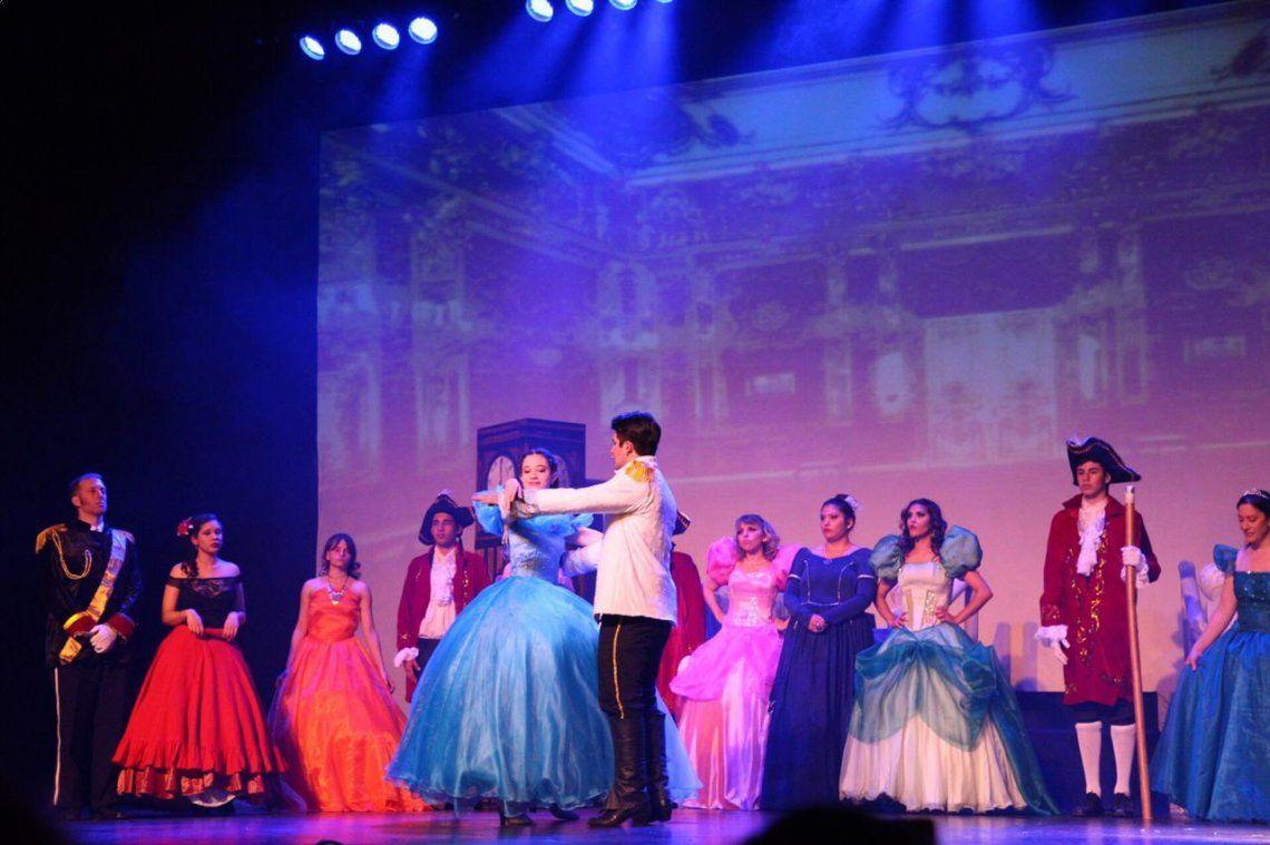 En el Teatro Municipal se presentaron obras protagonizadas por artistas quilmeños.