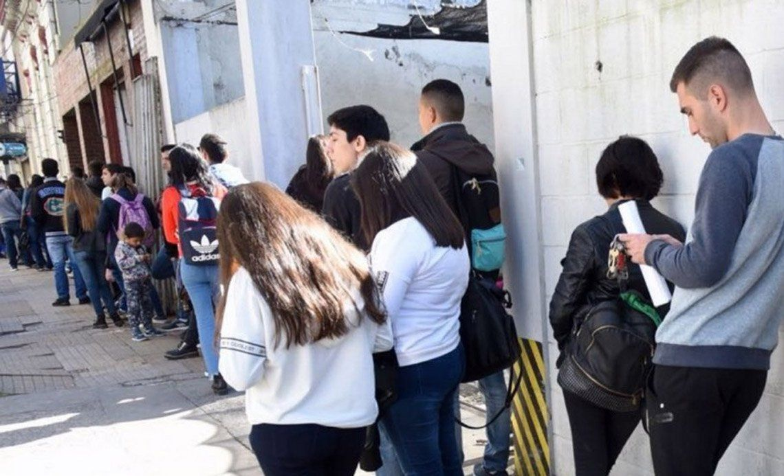 El desempleo juvenil casi triplica al de los adultos