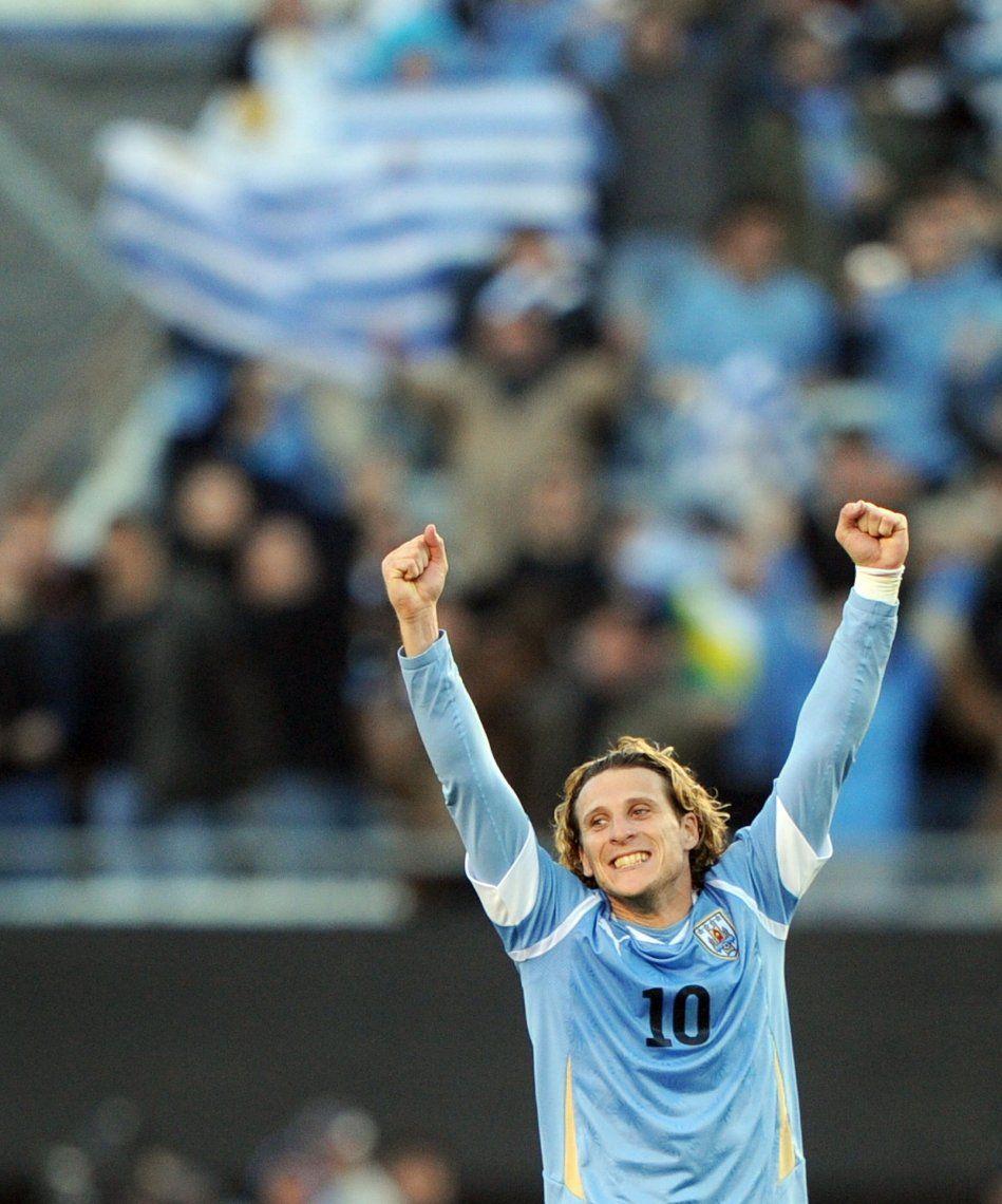 El uruguayo Diego Forlán se retira del fútbol a los 40 años