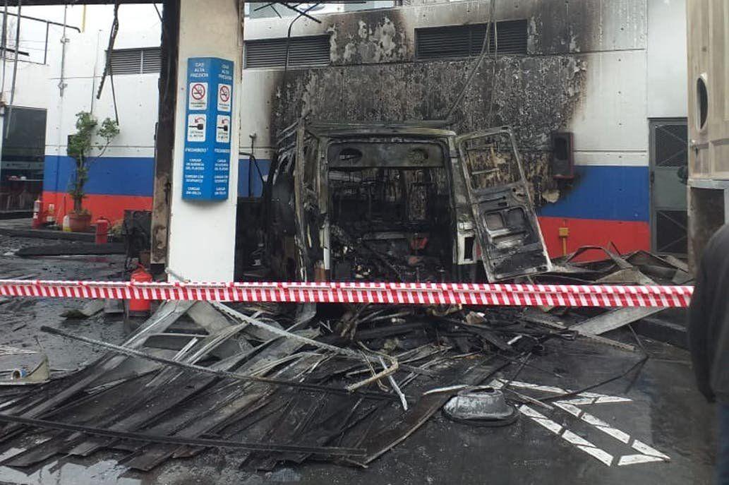 Móron: pánico por el incendio de una camioneta en una estación de GNC