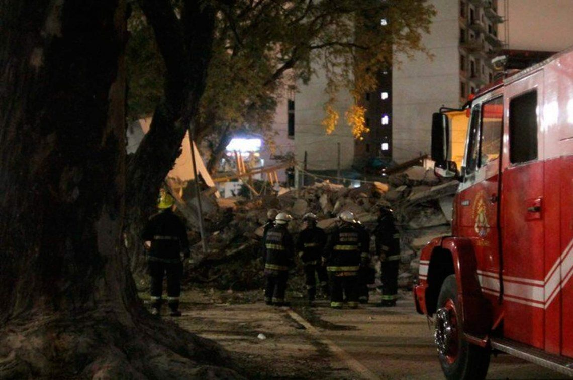 Tres de Febrero: se derrumbó un edificio en construcción sobre la colectora de General Paz