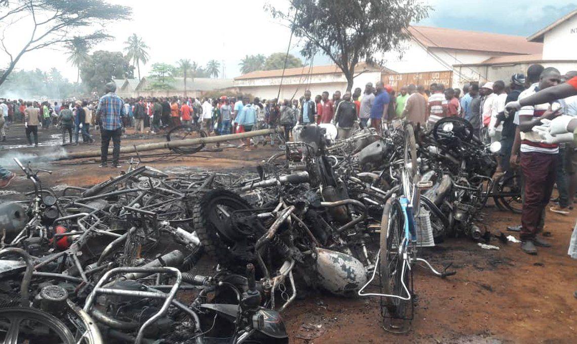 Tanzania: 62 personas murieron por una explosión cuando intentaban robar el combustible de un camión cisterna