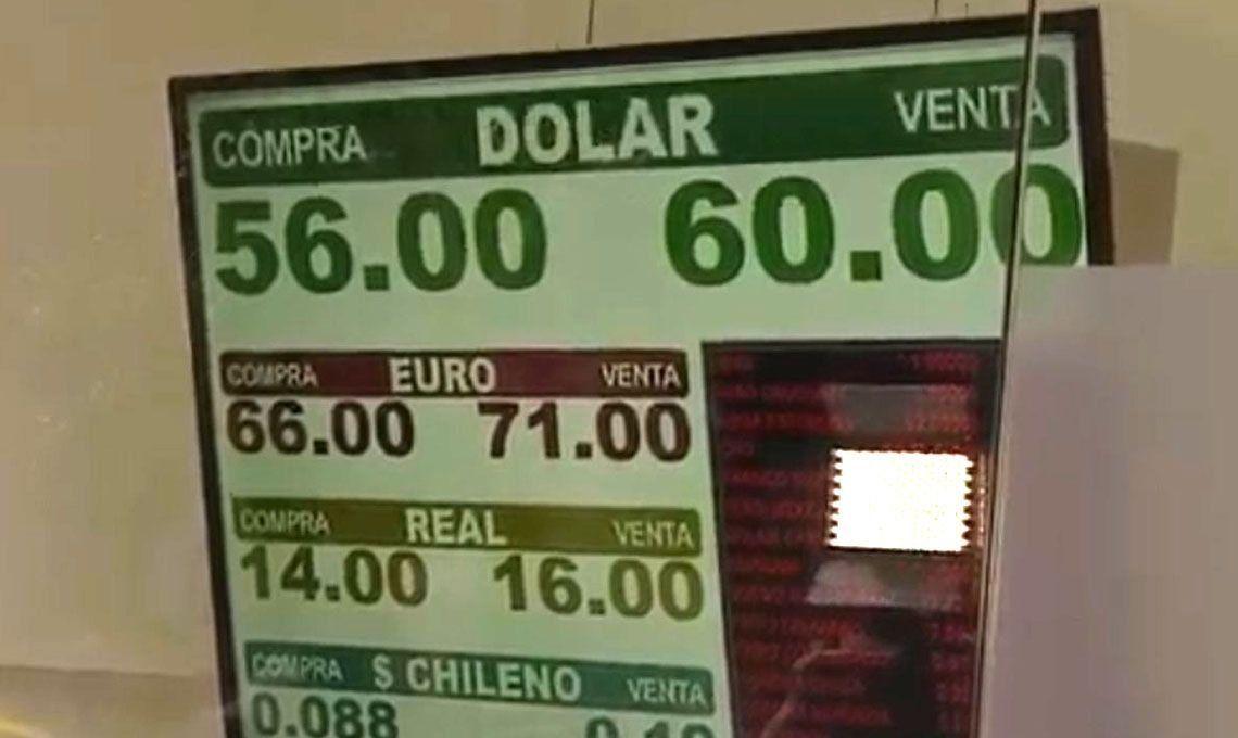 PASO 2019 | El dólar rompió el récord histórico: cerró a $55 y la bolsa cae un 35% tras el triunfo del Frente de Todos
