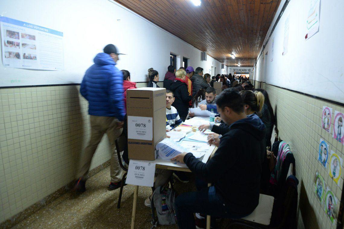La jornada electoral contó con una participación del 74% del padrón electoral.