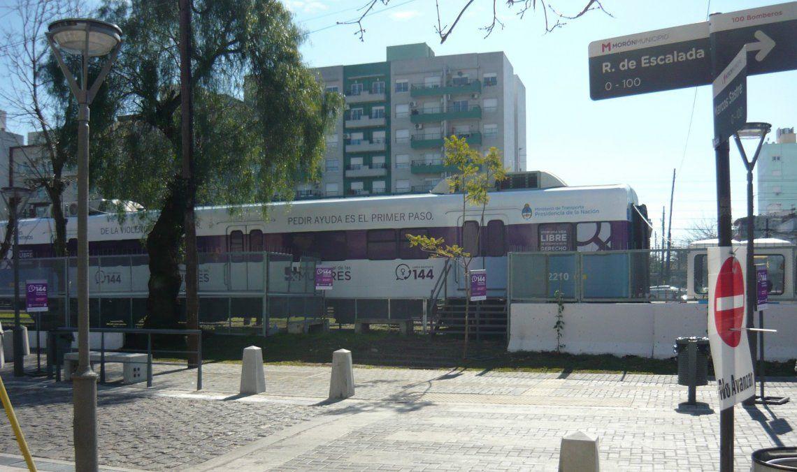 Al coche de pasajeros se accede desde Remedios de Escalada y Marcos Sastre.