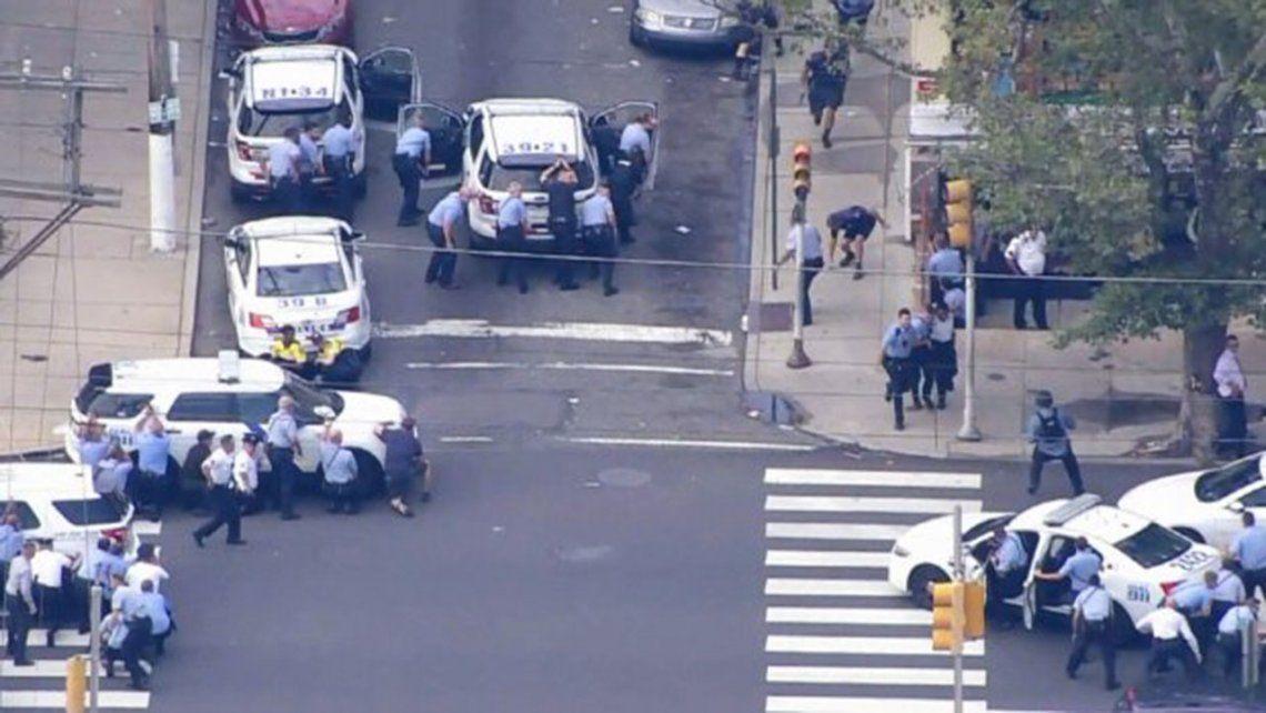 Filadelfia: hombre ataca a policías y 5 agentes resultan heridos
