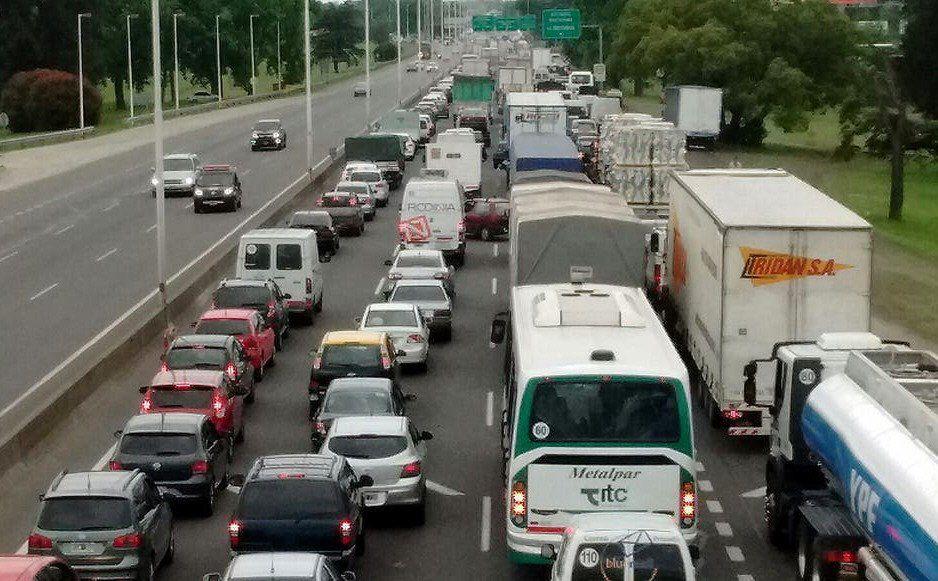 La Autopista Riccheri queda colapsada en hora pico.
