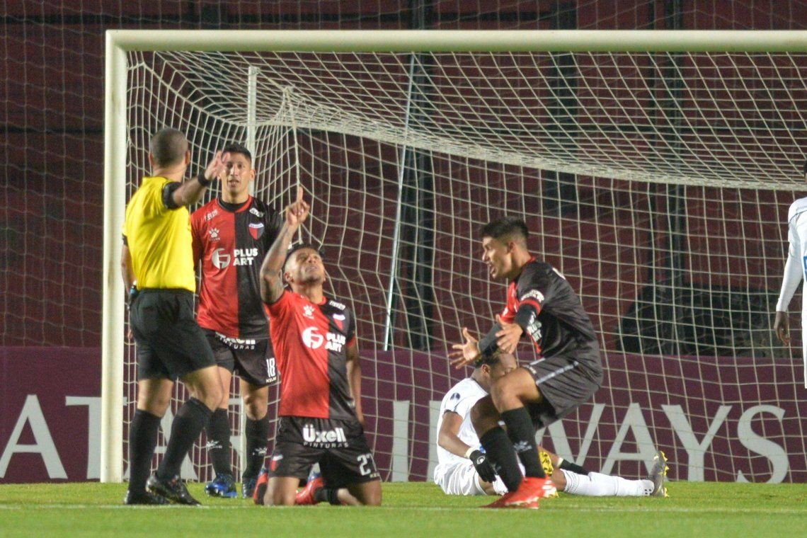 Colón dio vuelta la serie, goleó a Zulia y es el único argentino en las semifinales de la Copa Sudamericana