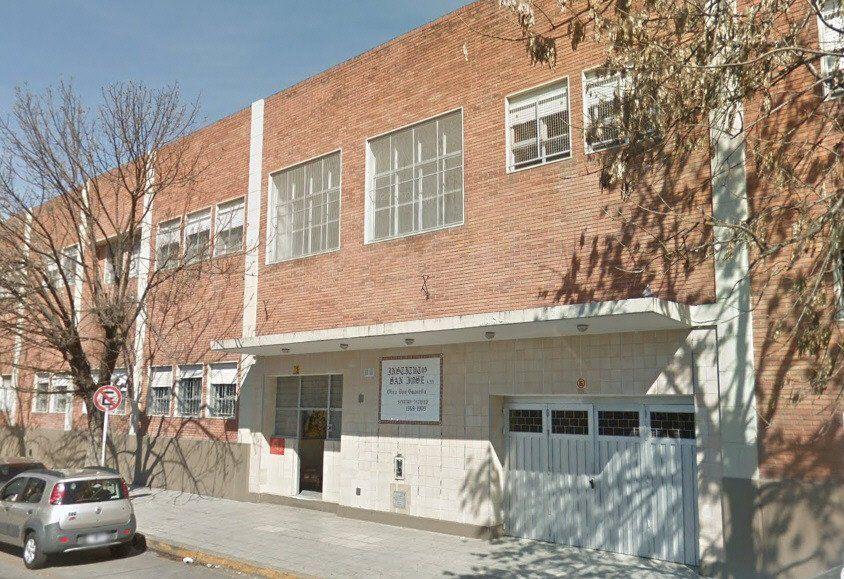 La comunidad educativa del instituto católico sigue convulsionada por la denuncia de un chico de 18 años.