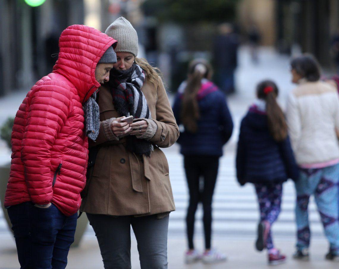 El frío vuelve con todo a la Capital y el Este del país.
