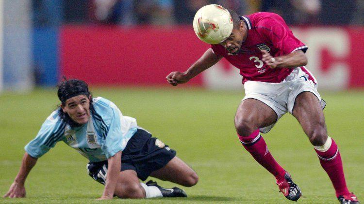 Se retiró Ashley Cole, el inglés que anuló al Burrito Ortega en el Mundial 2002