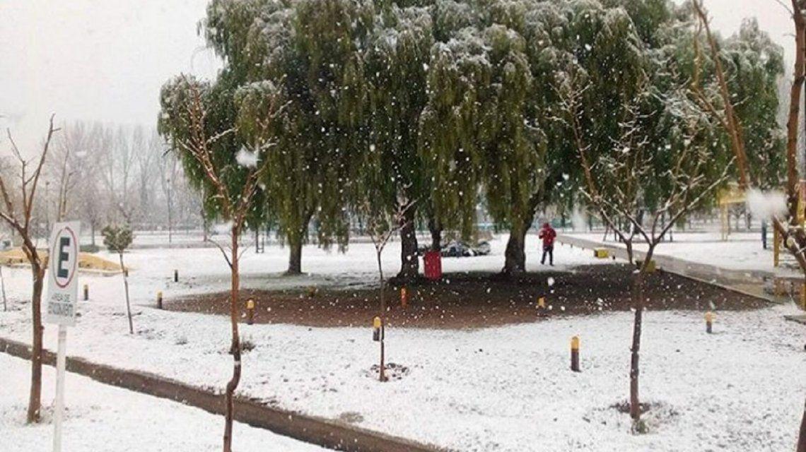 Histórico: tras 42 años volvió a nevar en Santa Rosa, La Pampa