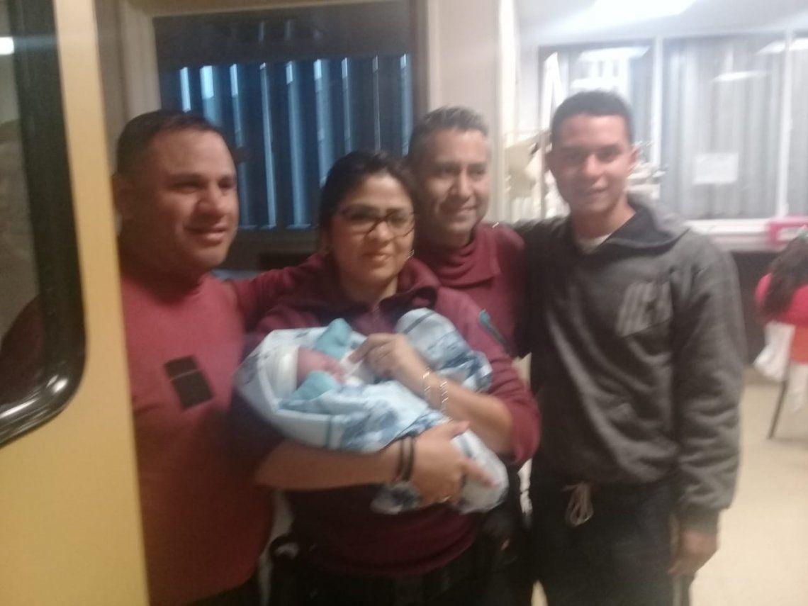 La Boca: tres policías ayudaron a una mujer a dar a luz en un patrullero