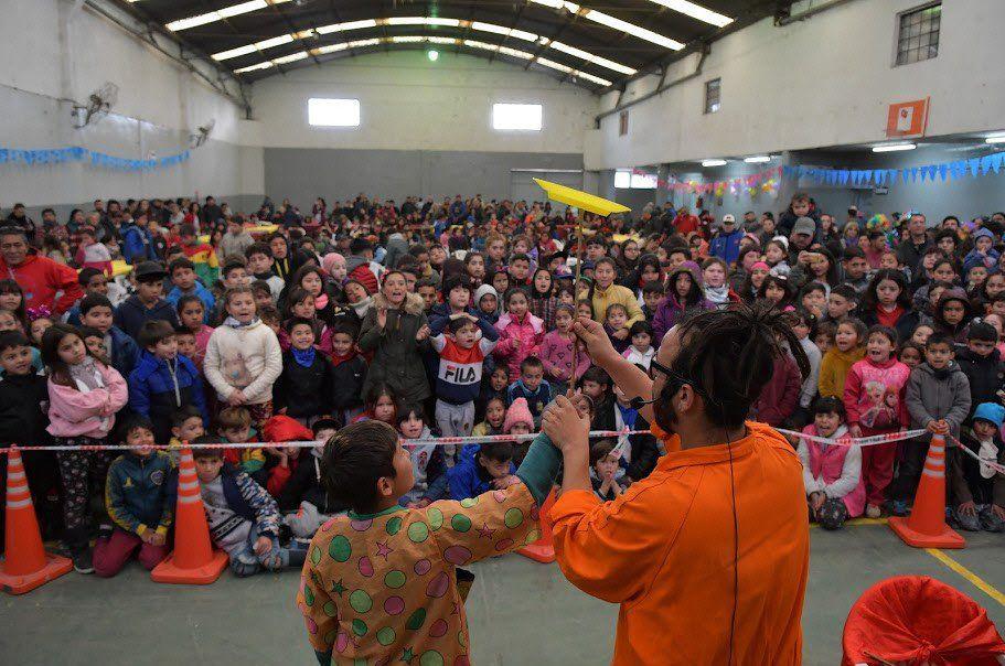 Los chicos varelenses disfrutaron de distintos espectáculos organizados por la comuna.