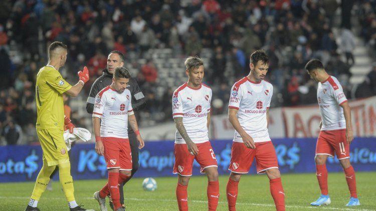 Estudiantes goleó a Independiente en el cierre de la fecha