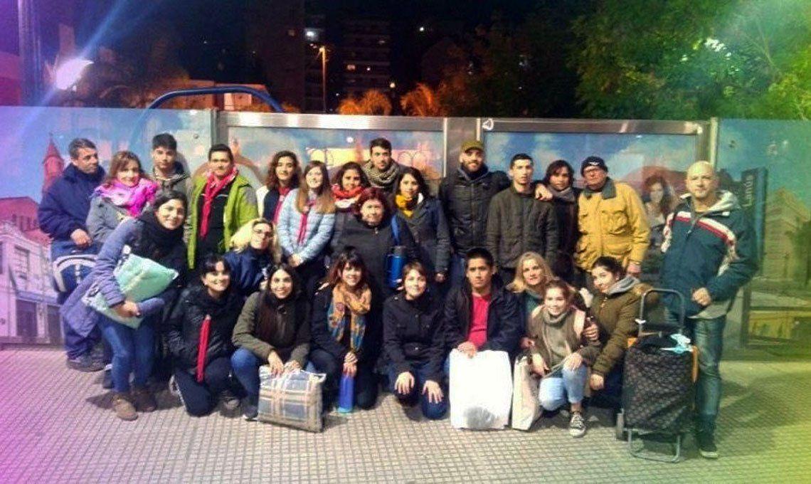 Los encuentros de los voluntarios son cada lunes a las 20 frente a la plaza Pepe Biondi de Lanús Oeste.
