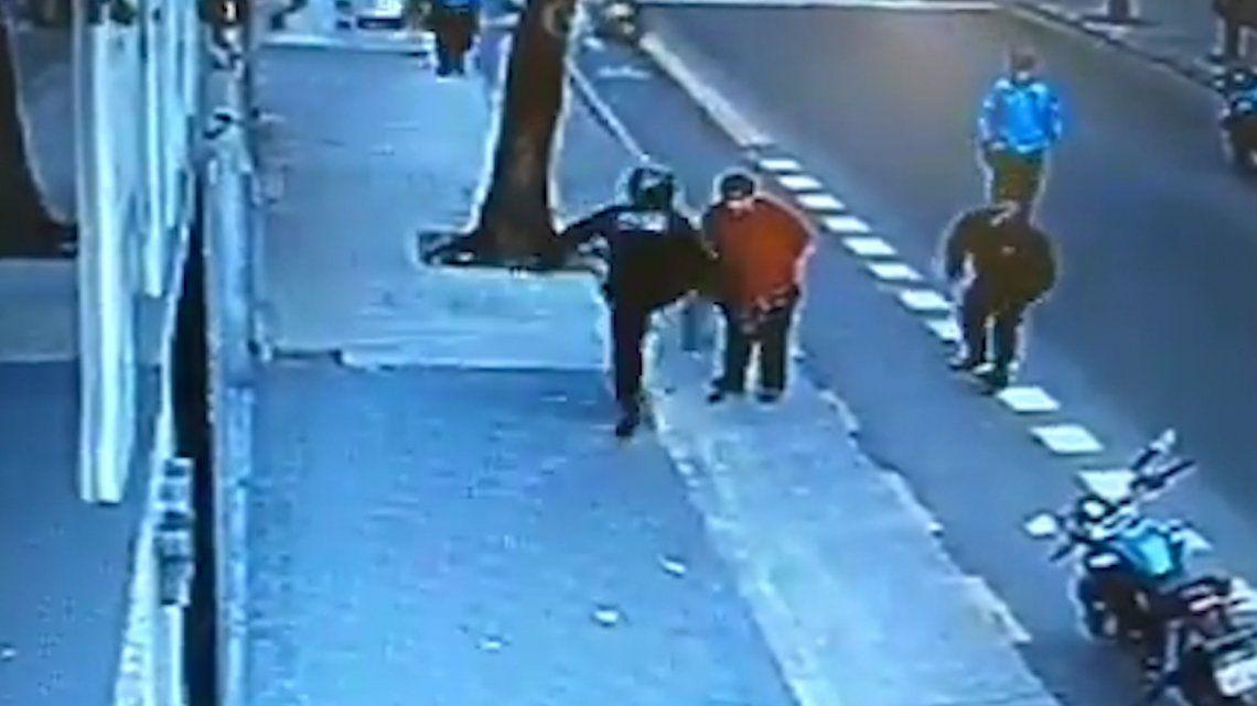 Procesaron sin prisión al policía que mató de una patada
