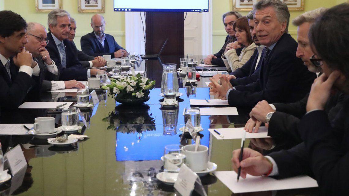 Macri encabezó una reunión de Gabinete con su flamante ministro de Hacienda