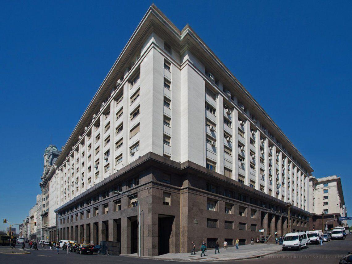 Tras la asunción de Lacunza, la Argentina redujo su deuda a US$ 12.810 millones