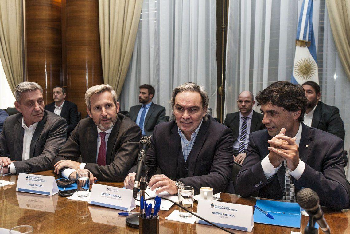Combustibles: las provincias y empresas petroleras reclamaron al Gobierno eliminar el congelamiento de precios