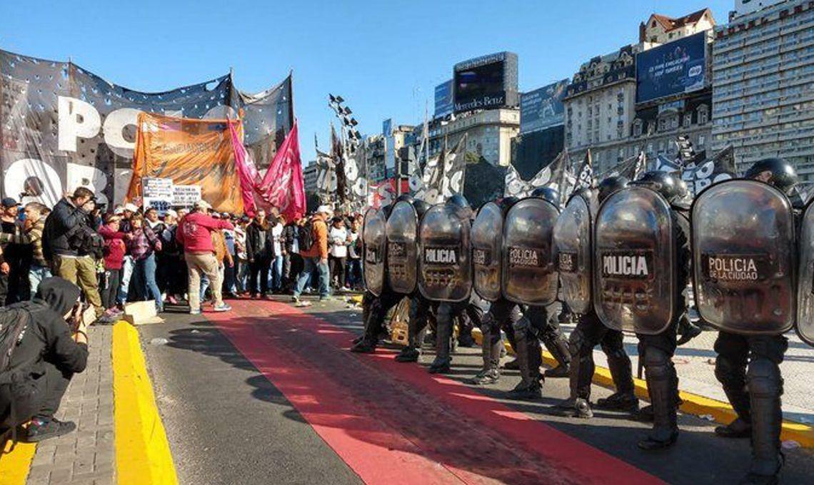 Plaza de Mayo: caos de tránsito por la marcha de organizaciones sociales reclamaron que se extienda la emergencia social