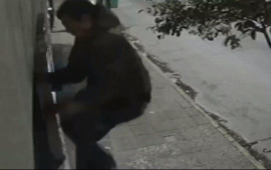 Quilmes: un hombre araña robó una bicicleta de un balcón