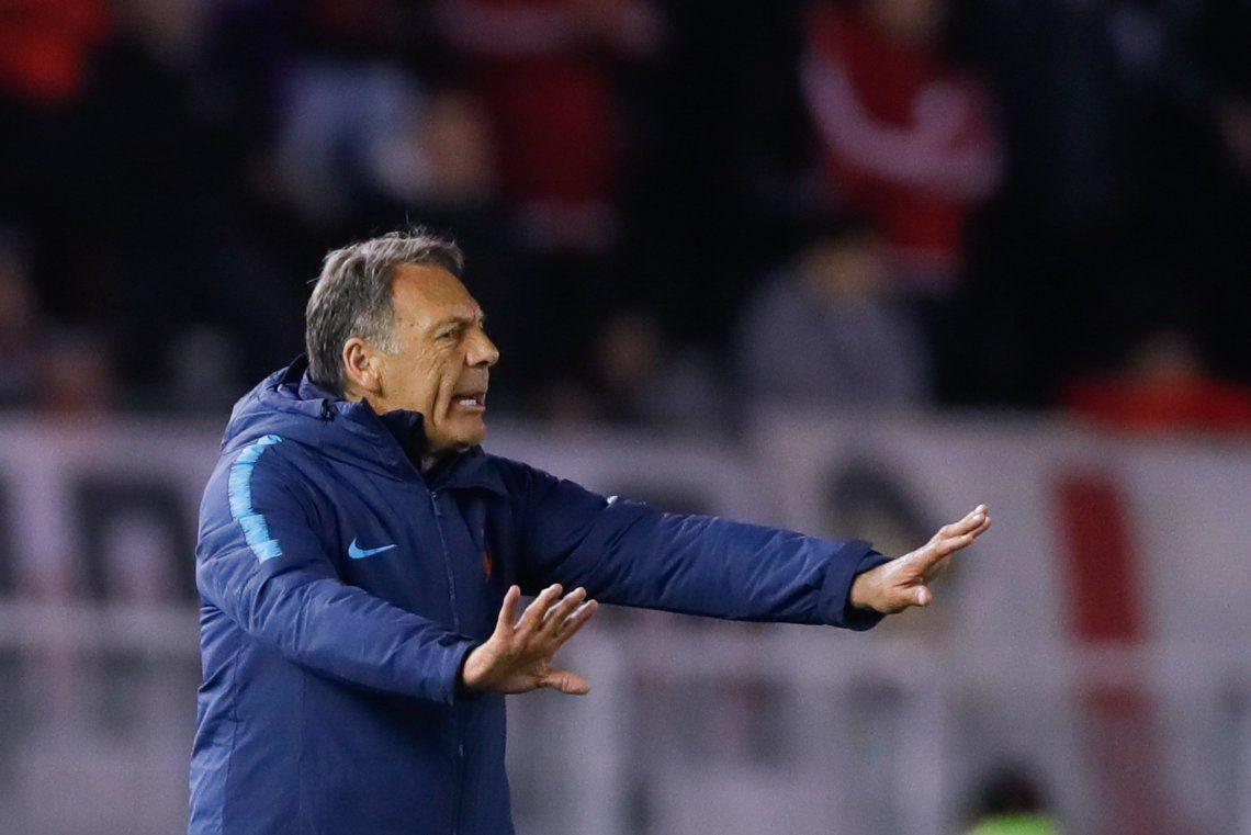 Miguel Ángel Russo criticó duramente el arbitraje tras la polémica derrota de Cerro Porteño ante River: Todo esto con el VAR siempre pasa en el mismo lugar