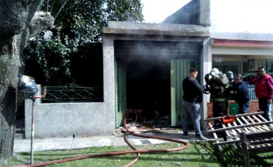 Quilmes: heroico rescate de un niño y su abuela en un incendio
