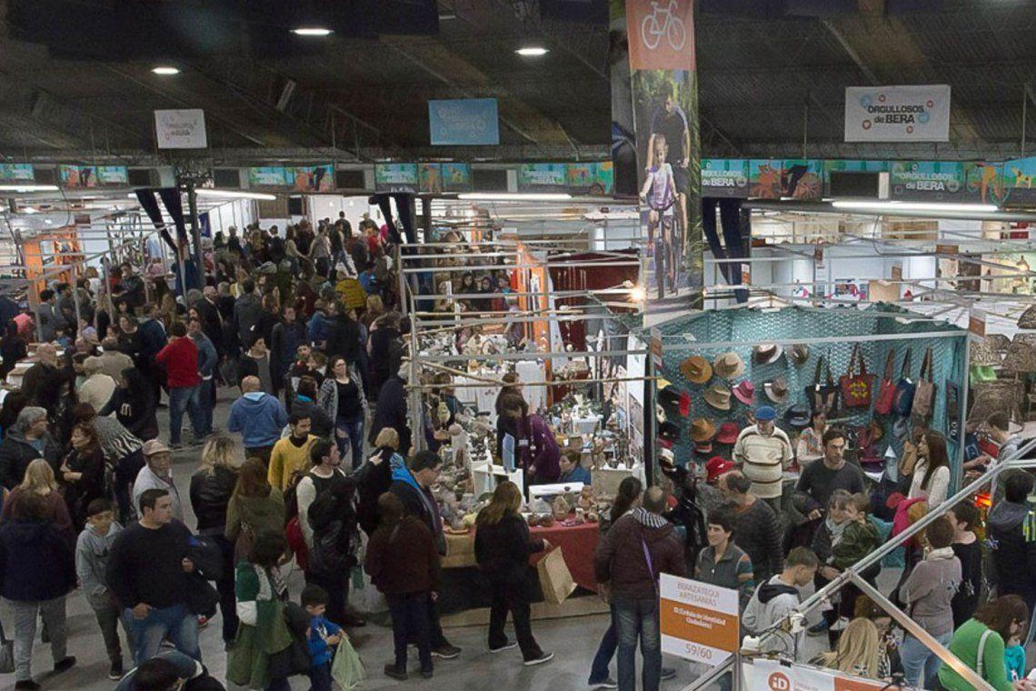 Los visitantes pudieron apreciar y comprar distintos productos.
