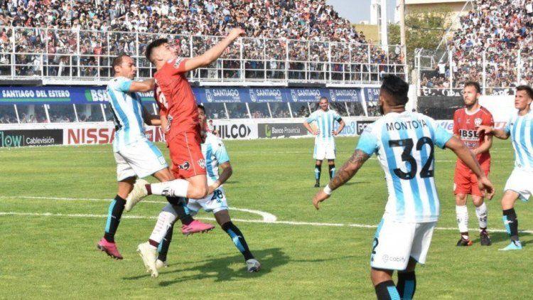 Racing es la sombra del campeón: jugó mal y quedó en cero en Santiago