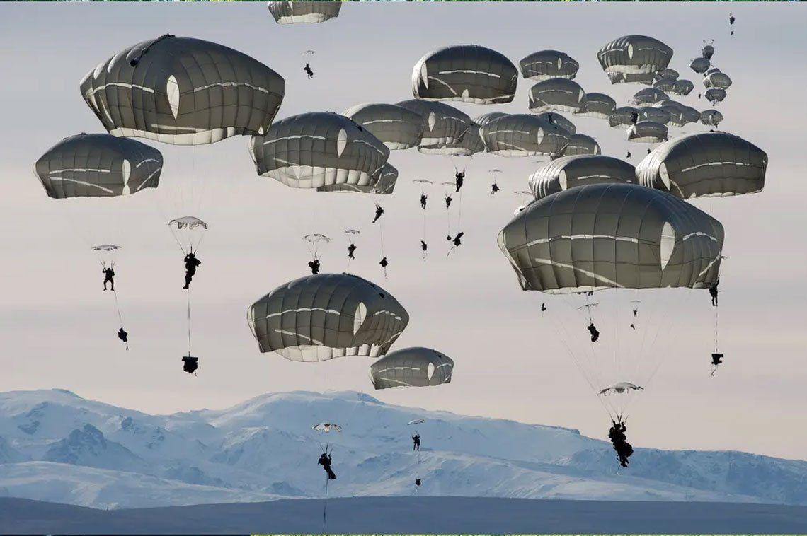 400 paracaidistas estadounidenses en el Ártico