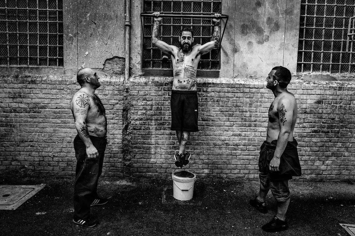 Reclusos en la prisión de Regina Coeli en Roma