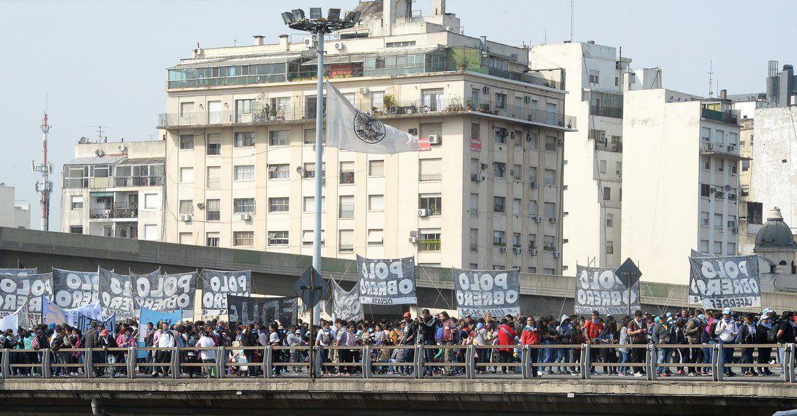 Emergencia alimentaria: manifestantes marcharon por la 25 de Mayo hasta el centro porteño