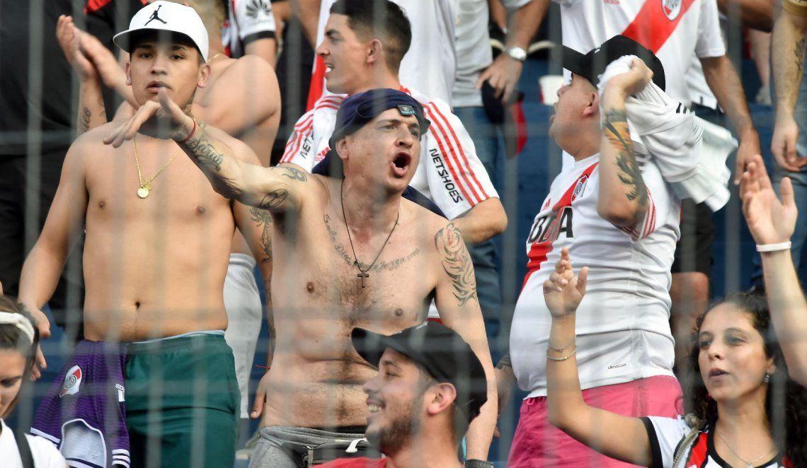 Varios hinchas de River Plate fueron detenidos en la previa del duelo ante Cerro Porteño en Paraguay por estar alcoholizados