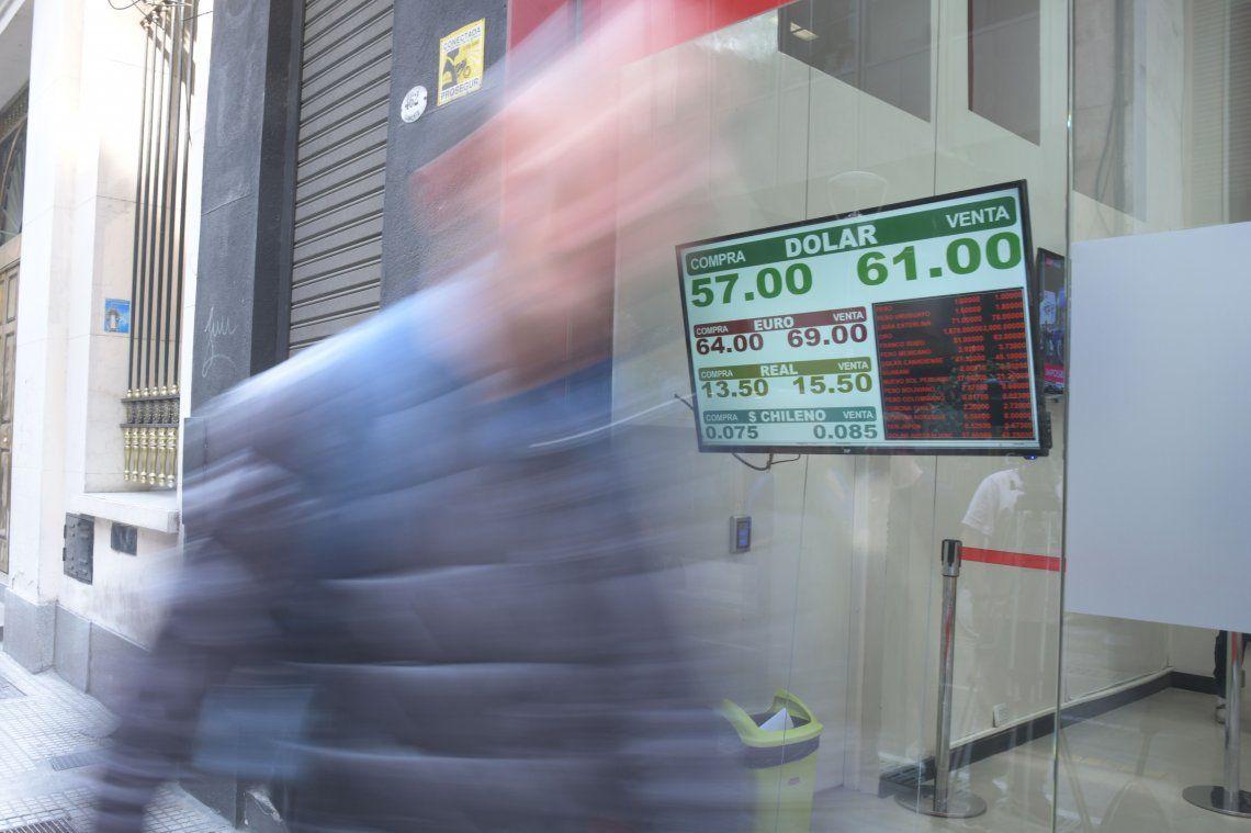 El dólar volvió a subir: cerró en $61 en el Banco Nación