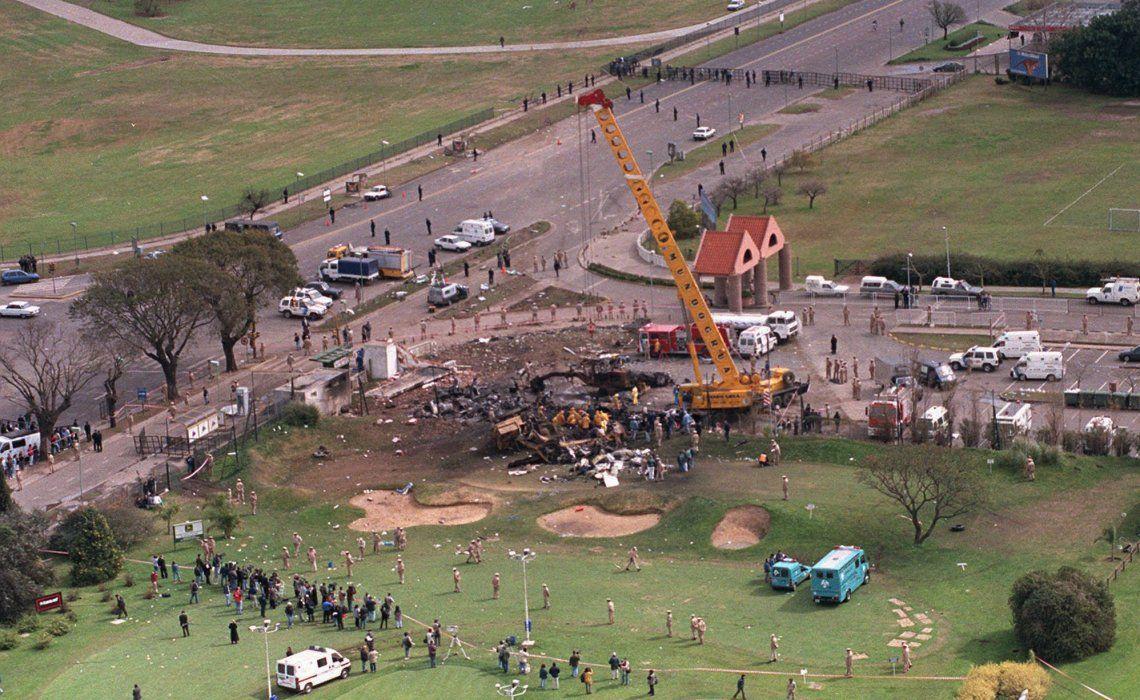 El avión no pudo despegar e impactó contra máquinas viales y un terraplén.