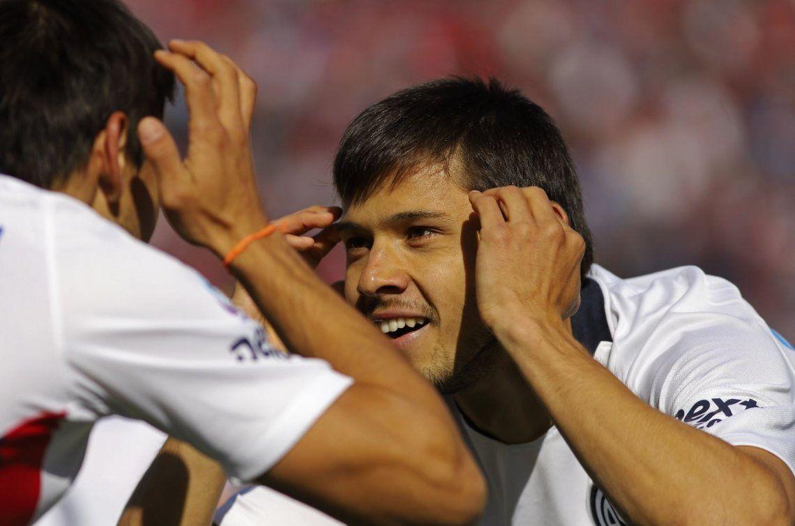 San Lorenzo liquidó a Unión con una ráfaga inicial y se afirma en la punta