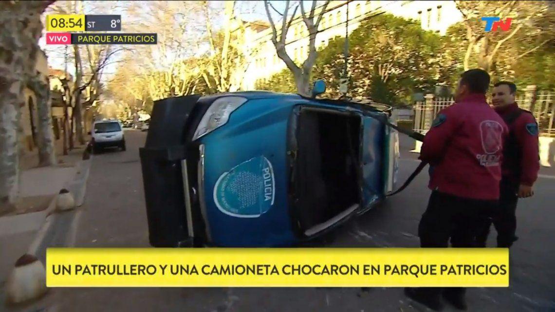 Parque Patricios: choque entre patrullero y una camioneta dejó tres heridos